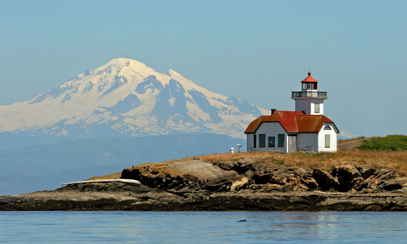 Patos Island Lighthouse in front of Mount Baker